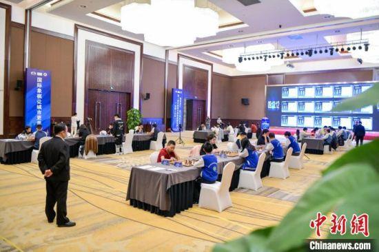 图为中国城市国际象棋联赛比赛现场。 骆云飞 摄