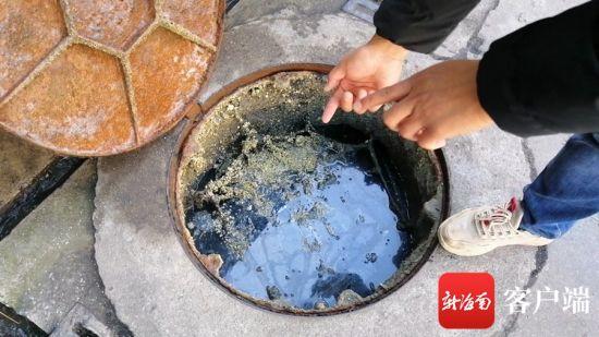 海口市龙华区滨河路的一处管道内的污水已接近井口位置。记者钟圆圆 摄