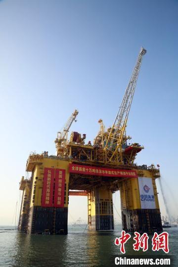 """""""深海一号""""能源站将用于开发中国首个1500米深水自营大气田――陵水17-2气田。 王娇妮 摄"""