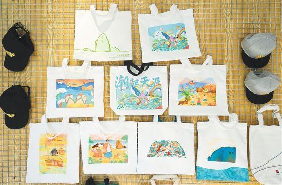 三亚天涯海角游览区的文创产品。 武威 摄