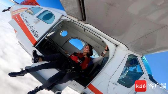 阿伦克服恐高,尝试高空跳伞。受访者供图