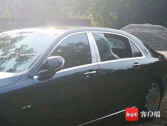 被砸破的车玻璃