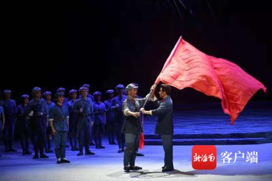 现代琼剧《红旗不倒》海口公开首演。省琼剧院供图