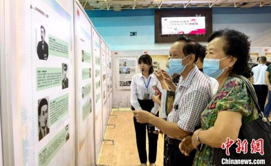展览通过大量的珍贵史料,彰显褒扬广大华侨华人的爱国热忱和赤子功勋。 尹海明 摄
