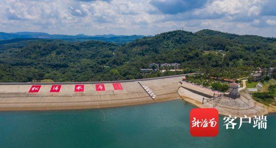 7月18日,记者通过航拍视角俯瞰松涛水库。记者 李昊 摄