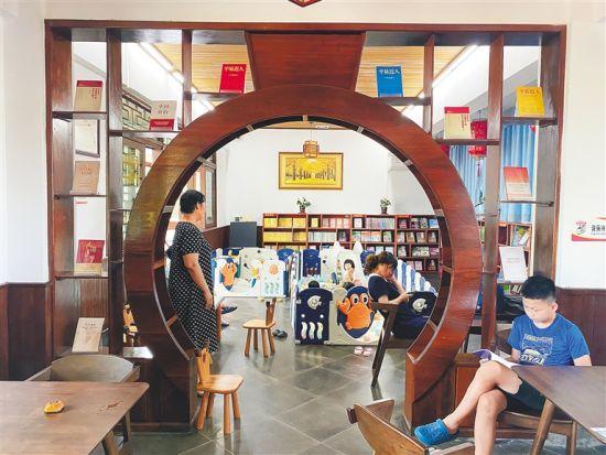 澄迈大丰村福丰咖啡山庄书屋。高懿 摄