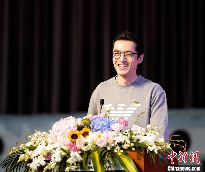 """凤凰娱乐平台娱乐圈整治风暴后,艺术类新生迎来""""开学第一课"""""""