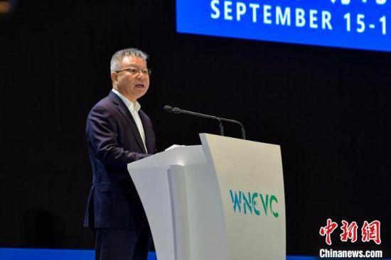 图为海南省委书记沈晓明9月16日在第三届世界新能源汽车大会上致辞。 骆云飞 摄