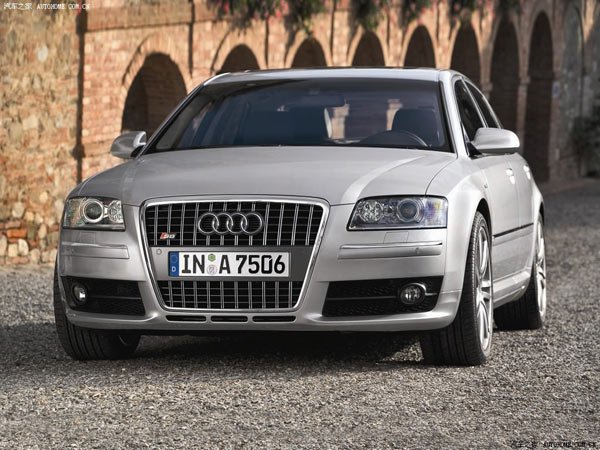 空间框架结构的创新铝制车身提供的高强度是新奥迪s8