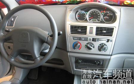 仪表盘独特的设计,为驾驶员提供了方便