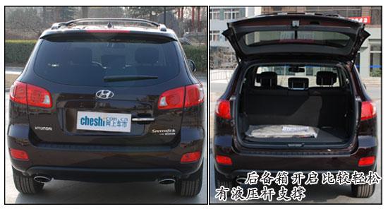 随着中国汽车市场的不断的健全与发展,一股SUV热正在持续升温中。即本田新CRV的热销后,各家厂商如雨后春笋一般的向市场投放SUV车型,顿时间神州大地燃起了SUV热。而作为较早进入中国的韩国现代汽车当然也不能落后,近日09款的新胜达车型已经进驻各个韩国现代4S店。下面我们将通过图片说明的方式为您详细分析一下,全新的09款新胜达在做工方面,是否有了新的变化。   一、外观部分:    从整体上来看09款新胜达的工艺质量还是很高的,车身板金及漆面工艺都很细致。一体式样的前保险杆做工细致平滑。而翼子板、进气格