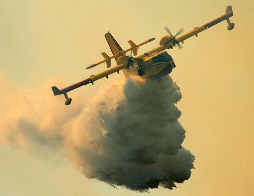 美国派世界最大消防飞机灭火