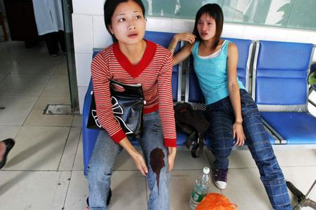 两年轻女子中弹受伤图