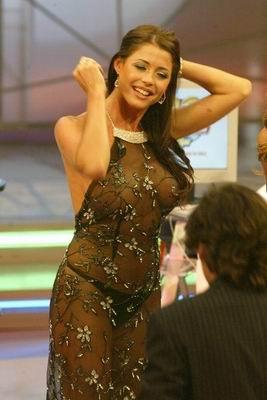 印度美女主播袒胸露乳