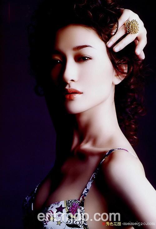 东方歌舞团舞蹈演员李小冉裸体彩绘