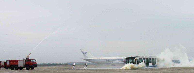 美兰机场飞机火灾应急演练