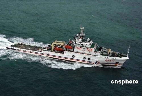 中国救援飞机船只为上百名南海被困渔民补给粮水