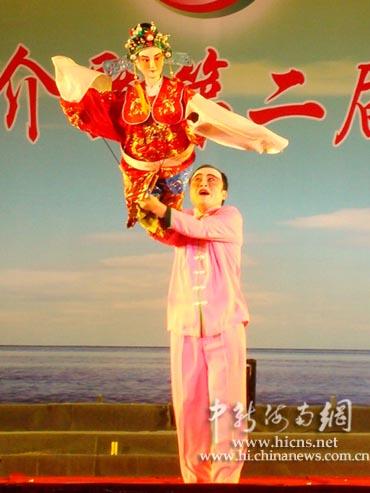 当地传统的民间艺术文化表演——木偶戏《人偶闹春》.