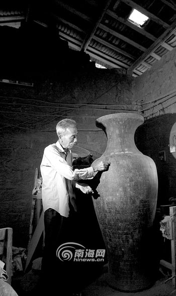 老艺人对椰雕制作熟记于心却没有可传图本——   海南椰雕...