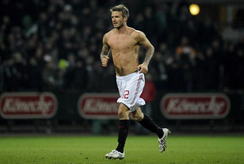 贝克汉姆裸体秀刺青+肌肉尽显阳刚男人味性感cos舞热图片