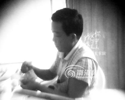 钱后/收到3500元钱后,黄副主任当着廖先生的面清点钱的数目