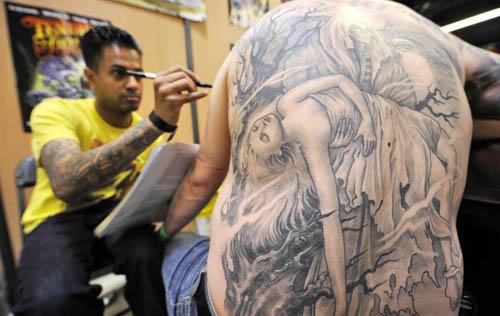 """巴黎""""纹身艺术节""""图片"""