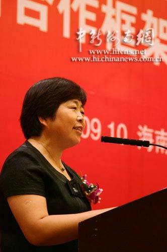 中国移动海南公司总经理陆冰发表讲话 冯岛摄