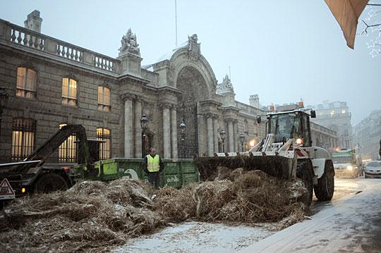 法国农民抗议 爱丽舍宫被堵门