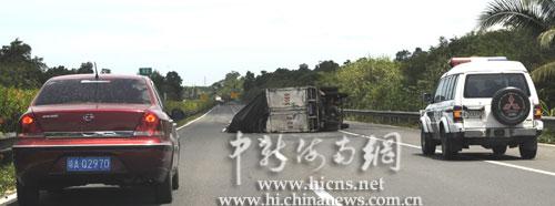 海南东线高速出车祸