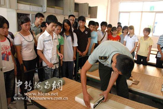 海南省军区捐款20万资助40名特困大学生