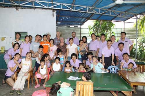 三亚半山半岛洲际酒店慰问脑瘫儿童训练中心