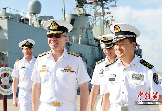 澳海军舰队司令参访南海舰队三亚舰