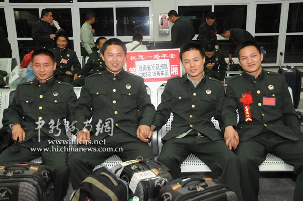 海南省军区今年首批450名退伍老兵分别离岛返乡