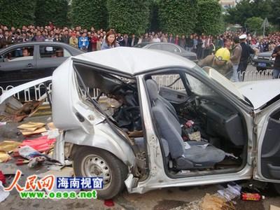 海口龙昆南 车祸 沃尔沃 跑车连撞7车1人死亡 图高清图片