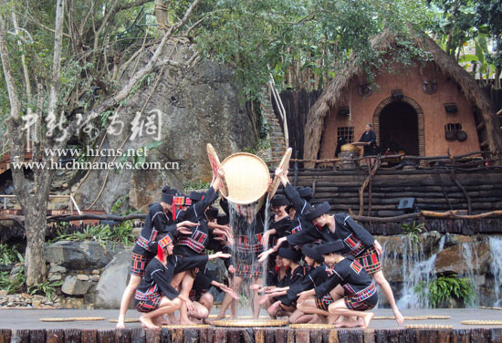 在海南甘什岭槟榔谷原生态黎苗文化旅游区