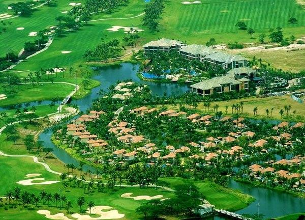三亚维景国际度假酒店地处亚龙湾腹地,被高球场所环绕,地理位置得天