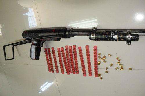三亚/缴获的改装射钉枪和射钉弹