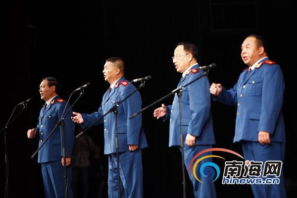 男生四重唱《弹起我心爱的土琵琶》(记者张茂摄)