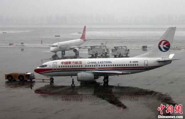 石家庄正定国际机场已有国内出港5个航班延误,1个取消,邯郸机场受大雪