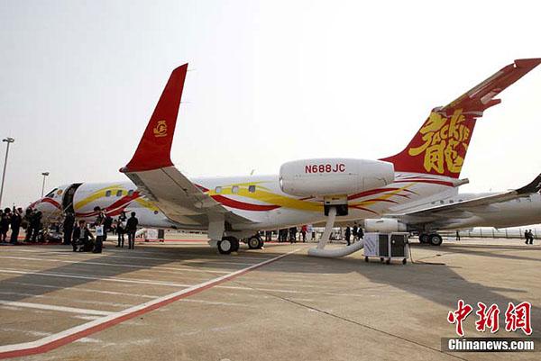 成龙价值两亿的私人飞机亮相上海(2)