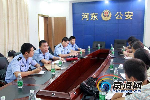"""邓松摄/24日上午,三亚市公安局河东分局就""""比亚迪汽车被盗案""""举行..."""