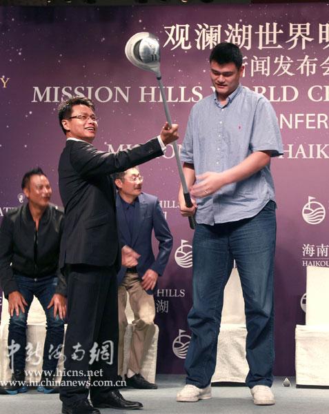 香港海洋公园集团主席及兰桂坊集团主席盛智文,著名导演冯小刚,何平