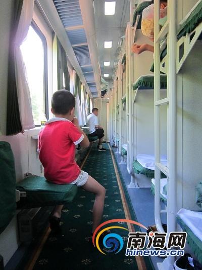 海口至长沙列车首发旅客:环境好价格比飞机实惠