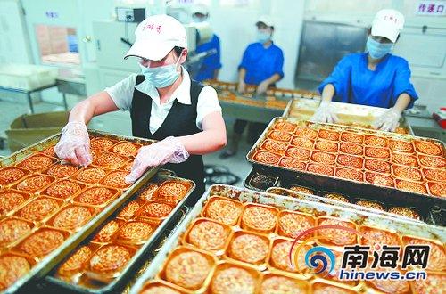 富有历史渊源和地方特色的琼式月饼,承载着多少故乡的味道、儿时的记忆、亲人的思念!记者 张杰 摄