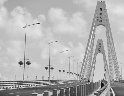 大桥,琼州海峡跨海通道……长龙跨波涛,天堑变通途,全面改变海南国际