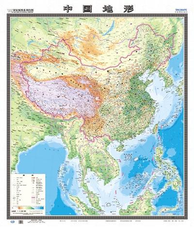 """地图社首次推出的竖版""""中国地形""""图,海陆一体,南海诸岛标示了一百多个"""