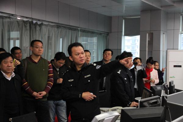 60名市民参观海口市公安局110指挥中心