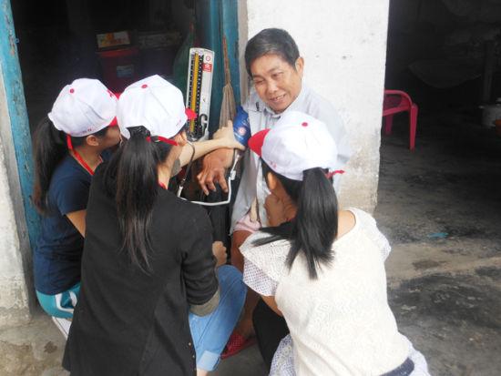 儋州市红十字组织物理志愿者慰问孤寡老人力学初中讲义学生图片