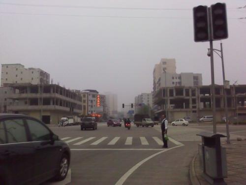 海口一交叉路口交通信号灯成摆设(图)