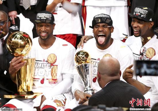 ...勒布朗 詹姆斯当选总决赛MVP,连续第二年同赛季包揽常规赛与...